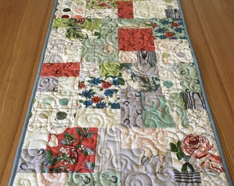 Horse Table Runner - Cobblestones in Pure Bred by Moda -  Farmhouse home decor - Western, Roses, green, blue, red, country themed