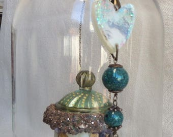 Resin pendant - necklace