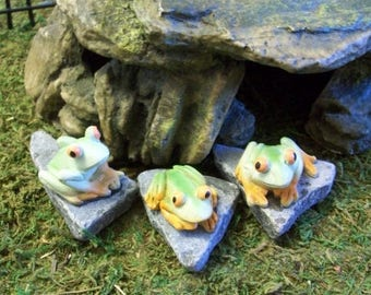 SALE 20% MINIATURES Mini Frogs on rock slates:  set of 3 frogs terrariums or planters/ table top decoration
