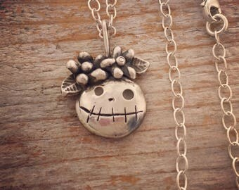 Sterling silver Big Mama with daisies necklace