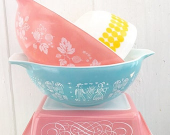 Tickled Pink... Vintage Pink Scroll Pyrex Space Saver Casserole Dish 575 Bowl Home Decor Kitchen Kitchenware