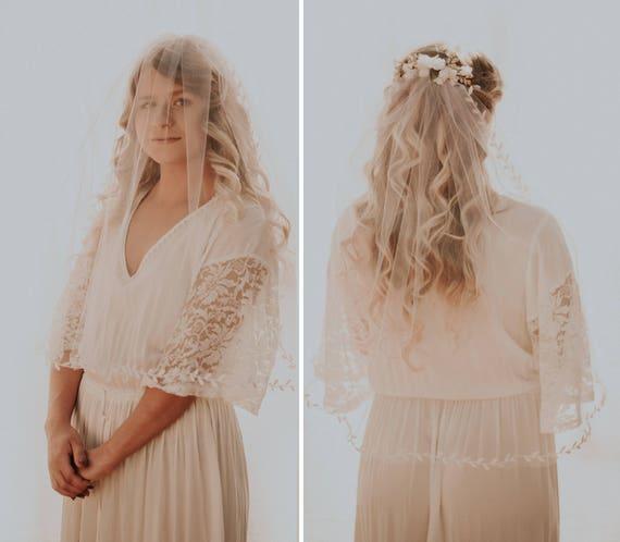 Leaf ribbon veil, Shoulder-length bridal veil, IVORY or WHITE, Short leaf edged veil, Simple veil on comb, Unique veil, Woodland veil