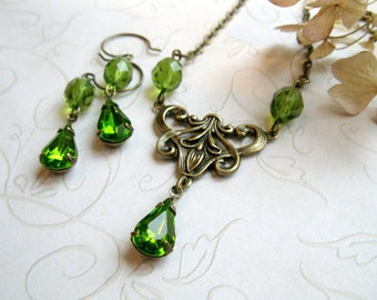 Holiday necklace set, green jewel, faceted glass, gift for her - Victorian style, geen jewel necklace