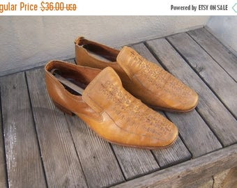 30% MOVING SALE Mens mod loafers / 70s leather loafers / fawn tan slip on shoes / mens 8 9