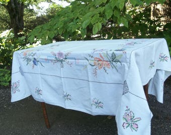 Vintage Embroudered Tablecloth 50x50 White Table Cloth with Embroidery Cottage Style Home Decor French COuntry