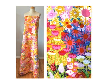 Vintage 60s Textured Cotton Fabric in Bright Abstract Flowers