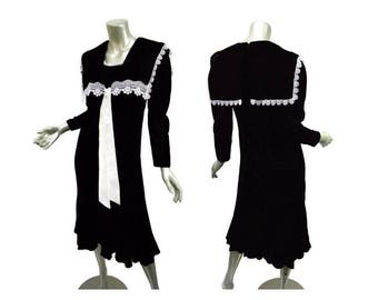 Vintage Gunne Sax Black Velvet Dress - 1970s - Sailor Collar - Size XS/small - White Lace Trim - Goth Girl