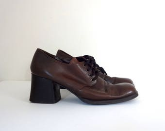 Vintage UNLISTED Block Heels • 1990s Shoes •Kenneth Cole Lace Up Oxfords Brown Leather Stacked Booties Modern Low Boots • Size 8.5 Women