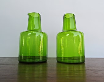 Takahashi Blown Glass Cruet Pair in Mighty Green, Takahashi Yoshihiko Mid Century-Modern Japan