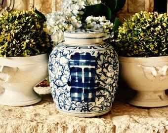 Lovely Vintage Chinoiserie........Blue And White Ginger Jar