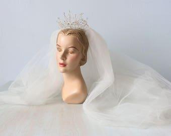 Vintage 1950s Tiara Crystal and Pearl Wedding Veil / 50s Wedding Veil / Crown Headpiece / Finger Tip Veil