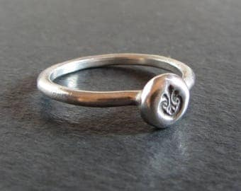Medieval flourish sterling silver stackable ring / artisan ring / small ring / ancient ring / rustic ring / ancient jewelry / silver ring