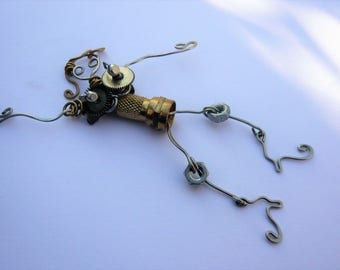 Brooch character Sissi strand steel wire