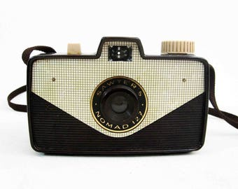 Vintage Sawyer Nomad 127 Camera. Bakelite Body. Circa 1950's.