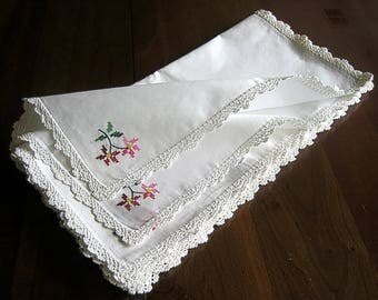 Vintage BUT UNUSED Tablecloth Replacement Napkins Set Embroidered 6 Embroidery NEW