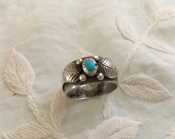 1960s Vintage Wide Silver Feather Ring with Turquoise Unisex Native American Size 8 1/4 Ladies
