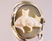SALE & FREE SHIPPING Cat Ring Cat Two Cats Cameo Poison Locket Ring Sterling Silver Signed Size 7 Vintage Jewelry Jewellery