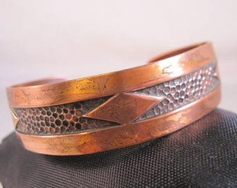 XMAS in JULY SALE Vintage Native American Bell Trading Copper Cuff Bracelet