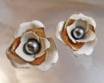 SALE Vintage White and Gold Flower Black Pearl Earrings. Sarah Coventry.  1960s.