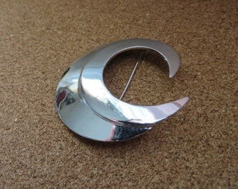 Modern silver tone CRESCENT swirl brooch pin by Sarah Coventry