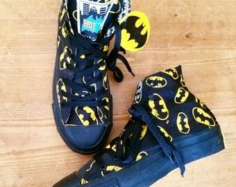 AwEsOmE Vintage 1980s CHUCK TAYLOR Converse BATMAN Hi Top Ankle Tennis Shoes