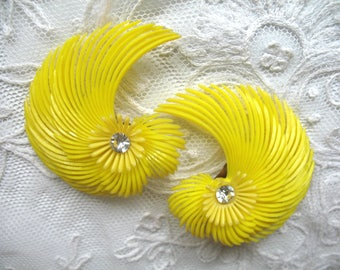 Fabulous Vintage Soft Plastic & Rhinestone Earrings ~ Yellow Feather Flowers ~ Clip On