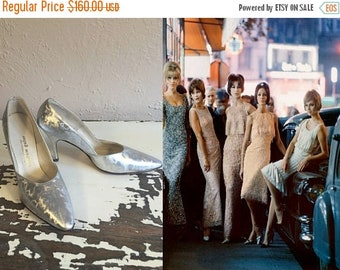 Anniversary Sale 35% Off The Party Girls Have Arrived - Vintage 1960s NOS Textured Hologram Silver Pointed Heels Stilettos - 7
