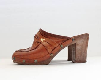 50% half off sale // Vintage 70s Whiskey Brown Leather Clog Faux Wood Sole Heels // Women 5M // Enrico Sergio