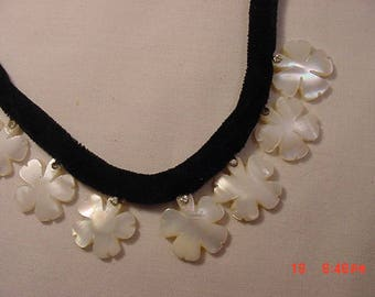 Vintage Mother Of Pearl Flower Necklace   18 - 354