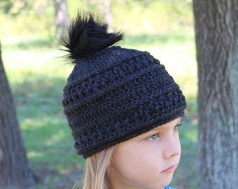 Textured Beanie with Faux Fur Pompom (black)