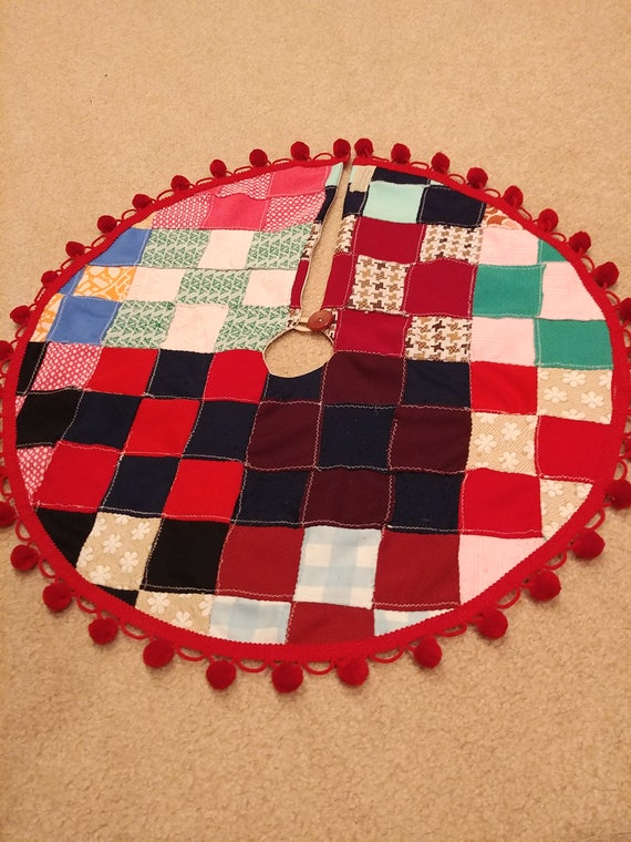 Small Christmas tree skirt from 70s polyester quilt top