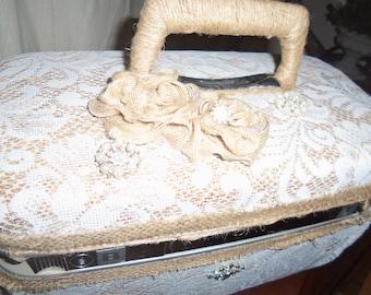 SALE: Vintage Samsonite Train Case, Wedding Decor, Cottage Decor, Romantic