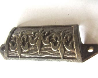 Old Apothecary Bin Pull w Fleur De Lis - Cast Iron - Antique Hardware - Steampunk Medallion Assemblage Pendant Supply