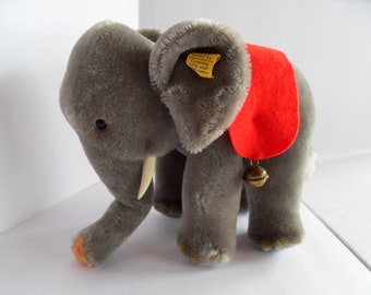 Steiff elephant  mohair button flag made in Germany 2446