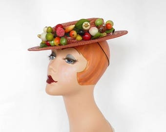 Vintage tilt hat, 1930s 1940s  straw percher with fruit, Excellent