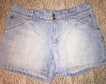 Vintage Old Navy Women's Mom Jean Shorts Size 12 High Waisted Light 100% Cotton