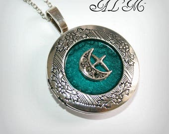 Locket necklace with Moonstone and turquoise background (v)