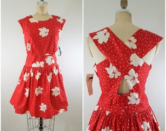 20% OFF SALE 1980s Floral Dress / Criss Cross Back / Red and White Hawaiian Flowers / Medium Large