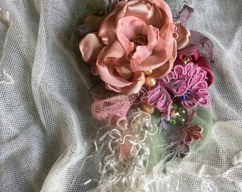 Antique vintage Shabby chic brooch