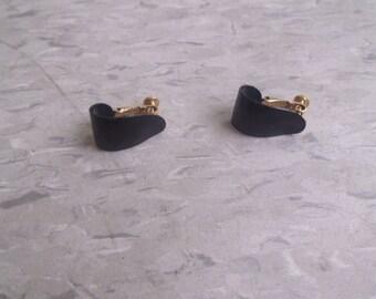 vintage screw back earrings black enamel metal hoops napier