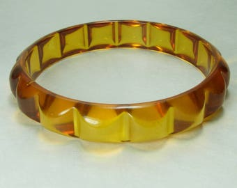 1940s Clear Apple Juice Bakelite Bangle Bracelet Scalloped Jello Prystal Art Deco