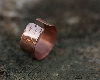 Wide copper ring // Handstamped leaf pattern // Adjustable // Plant lovers