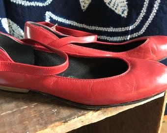 Vtg Red flats with strap. Tictactoes brand, size 6.5.