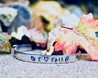 Fall Bangle, I heart Fall Bangle, Fall jewelry, I love Fall Bangle, Leaf Jewelry, Leaf Bracelet, Leaves Bangle, Fall Bracelet, I heart Fall