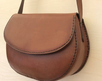 Shoulder bag in real Saddle leather. Hand made and hand stitched.