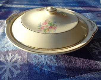 Vintage Ceramic Covered Casserole Dish with floral decal design on white glazed finish with great crackled finish in Very Good Condition