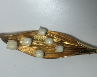 WINARD 12K G.F. Brooch   Leaf with 6 Off White Flowers on Stems   Item: 17424