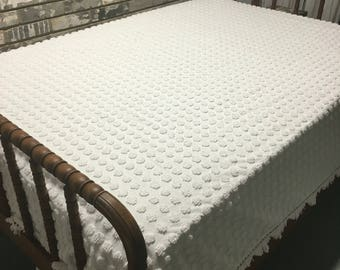 Vintage White Chenille Bedspread / Chenille Spread / White Chenille Bedspread / Vintage Chenille / Polka Dot Chenille Bedspread