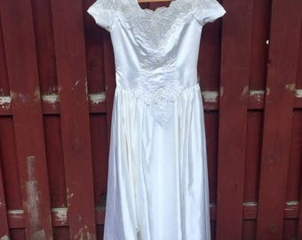 Wedding Sale Vintage Mon Cheri Wedding Dress / Size 16 White Wedding Gown with Cap Sleeves