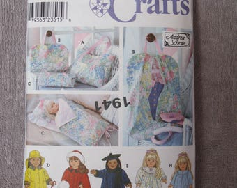 "18"" Doll Travel Accessories and Clothing, Simplicity 8962/5421, doll sized sleeping bag, garment bag, 3 coats, robe, nightgown plus tote"
